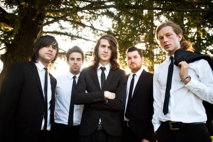 Mayday Parade has release their cover of Gotye's Somebody That I Used To Know ft. Vic Fuentes below The song is of Fearless Records' Punk Goes Pop 5.