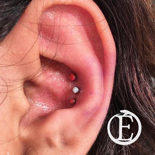 Another beautiful triple conch by @ratsonratsonrena #redondobeach #southbay #manhattanbeach #hermosabeach #torrance #piercings #piercing #girlswithpiercings #conchpiercing #conch #doubleconch #tripleconch