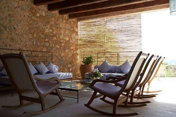 Das kleine Landhotel Son Gener an der Ostküste von Mallorca wurde auf den Grundmauern eines aus dem 18. Jahrhundert stammenden Herrenhauses errichtet. Die elegante Vier Sterne Finca Hotel ist vollkommen ruhig auf einem Hügel zwischen Son Servera und Artà gelegen, umgeben von Grünanlagen sowie Oliven- und Mandelbäumen.