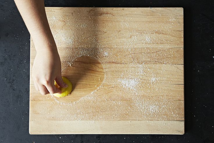 Cleaning a wooden cutting board (salt, lemon, vinegar, mineral oil)
