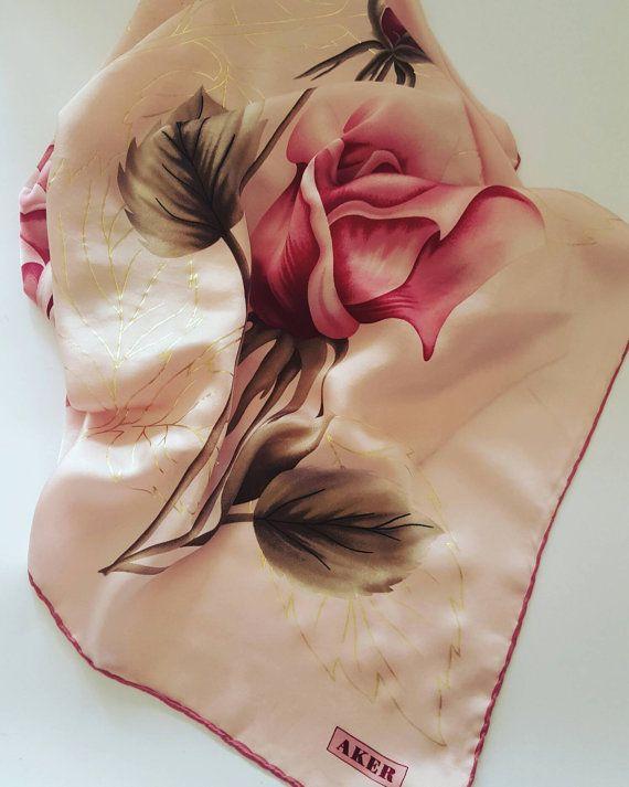 Guarda questo articolo nel mio negozio Etsy https://www.etsy.com/it/listing/487380087/foulardscarf-vintage-firmato-aker #aker #vintage #scarf