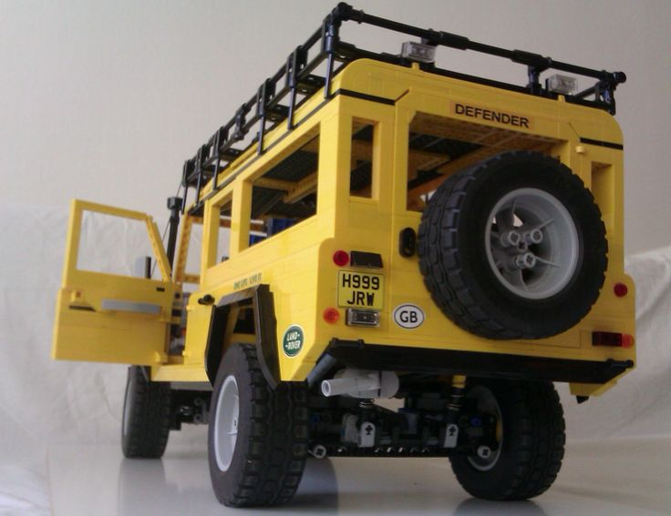 Lego #LandRover Defender Camel Trophy