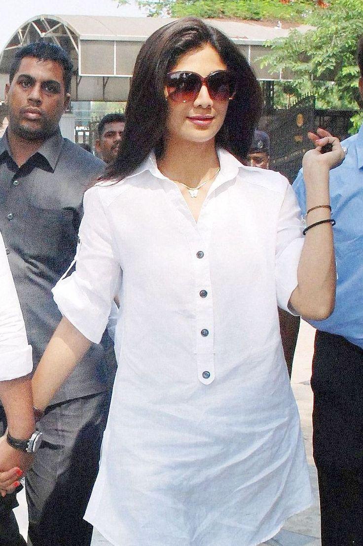 Shilpa Shetty was seen visiting the Sai Baba temple at Shirdi. #Style #Bollywood #Fashion #Beauty