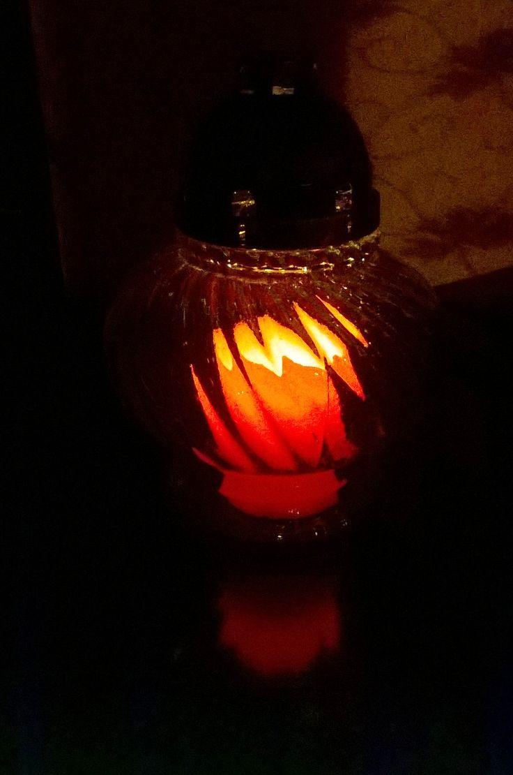 Co powiecie na nasze świeczki LED jako wkład do znicza? Będą świecić dużo dłużej, a ich migotanie sprawia, że wyglądają jak prawdziwe świece z płomieniem.