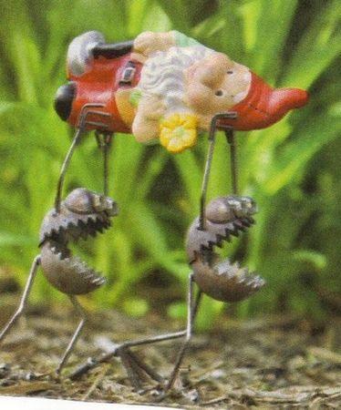 Funny Garden Gnomes | Garden Gnomes | Fun Outdoor Displays | Garden Gnome Arrangement Ideas ...