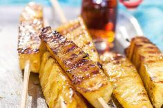 Als de kolen dan toch gloeien, dan maken we ook het toetje op de barbecue :geroosterde ananas met kaneelijs - Recept - Allerhande