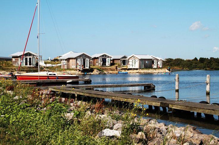 De beachlodges zijn eenvoudige strandhuisjes, voorzien van isolatie, verwarming, dubbel glas, water en elektriciteit. De inrichting is geïnspireerd op het strand en de zee.