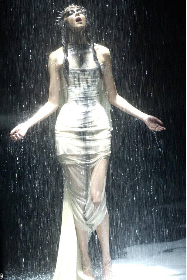Alexander McQueen S/S 1998: Untitled (Originally Titled The Golden Shower)