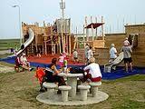 Bij de jachthaven in Oudeschild ligt een 32 meter lang piratenschip met touwen, netten en een uitkijktoren. Tikkeltje te moeilijk voor je kleine broertje, maar jij redt dat wel. Een geweldige uitdaging voor kinderen. Gratis toegang. Meer informatie op www.waddenhaventexel.nl.