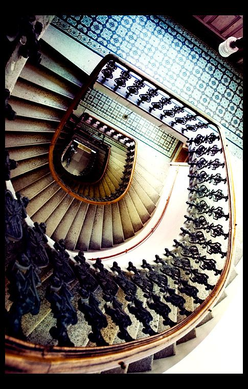 Hypnotic staircases: Beautiful Stairways, Stairca Papillonphoto, Spirals Stairs, Staircase, Architecture Curves, Hypnotized Stairca, Spirals Stairca Design, Grand Stairways, Art Photos