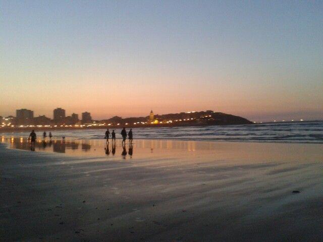 La Playa de San Lorenzo al anochecer