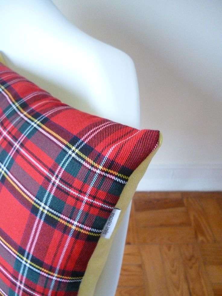 O padrão escocês não o remete para o tempo frio? A mim sim! Tenho vários tamanhos de almofadas e abat-jours com este padrão.