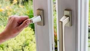 Lüftungsanlagen ersparen das Fensteröffnen und lohnen sich oft auch finanziell. (Quelle: imago/McPhoto)