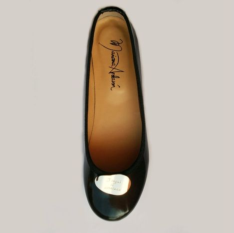 'Dreams come true' flats black patent leather, real leather lining, with silver colored plaque engraved with sentence: 'Dreams do come true' (I sogni si avverano), heel height approximately 11 mm. Absolutely Made in Italy