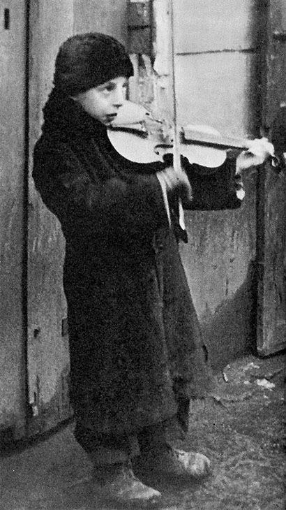Jewish boy playing the violin in the Warsaw ghetto  https://www.pinterest.com/rebeccadeeprose/shoah-~-never-never-forget/