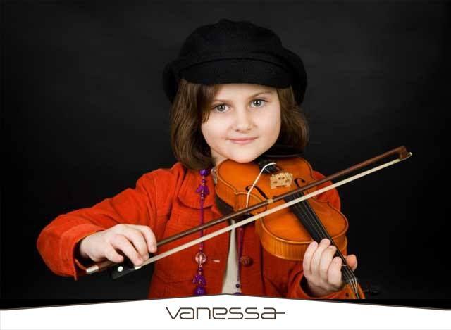 Müzik eğitimi çocuk beynini nasıl etkiler?  Vermont Üniversitesi Çocuk Psikiyatrisinde uzman bir ekibin yaptığı araştırmaya göre müzik eğitimi çocukların, dikkatlerini toplamalarına, duygularını kontrol etmelerine ve endişelerini gidermelerine yardımcı oluyor.  Örneğin müzik pratiği yapmak, hafızayı çalıştırma, dikkat kontrolü ve aynı zamanda organizasyon ve gelecek için planlama yapma gibi yürütme fonksiyonlarından sorumlu korteks de kalınlaşmaya neden oluyor.