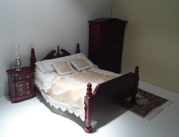 Letto matrimoniale in stile Vittoriano, Letto in miniatura, Biancheria letto rosa,  Letto per Casa delle bambole in scala 1:12