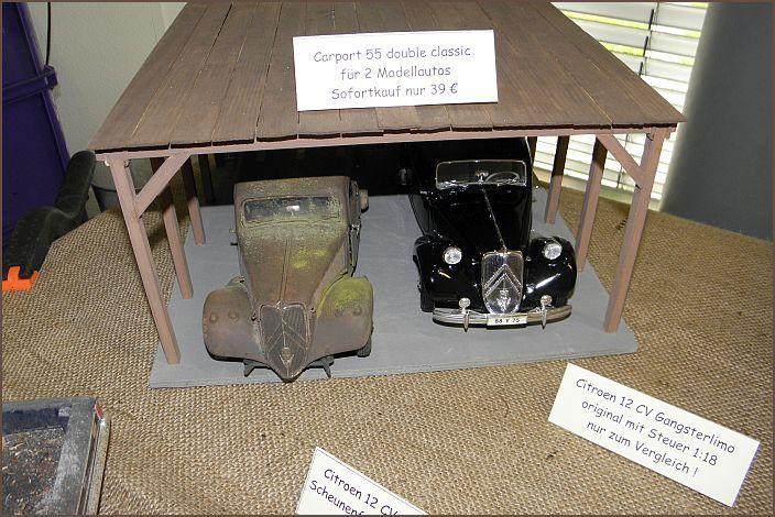 Carport für 2 Modelle im Maßstab 1:18. Auf dem Foto ist ein Citroen 12 CV (Gangsterlimo) als rostiger Scheunenfund mit Moosnachbildung, sowie das Original von Maisto zu sehen.
