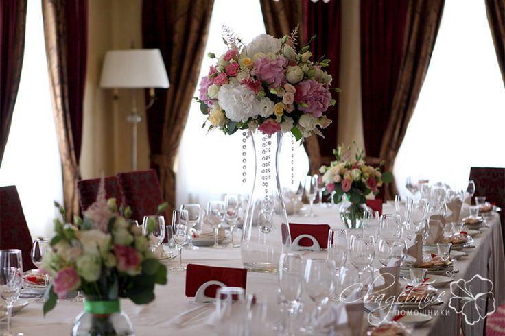 цветы на длинный стол для гостей