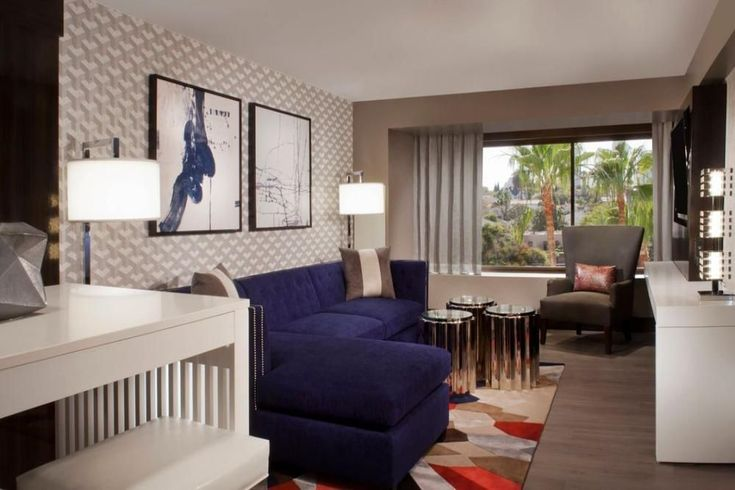 Beverly Hills Marriott, One bedroom suite, 600 sqft, kitchenette, small fridge in room, pull out chaise sofa bed, luxury amenities throughout, modern designed l #LuxuryFridges
