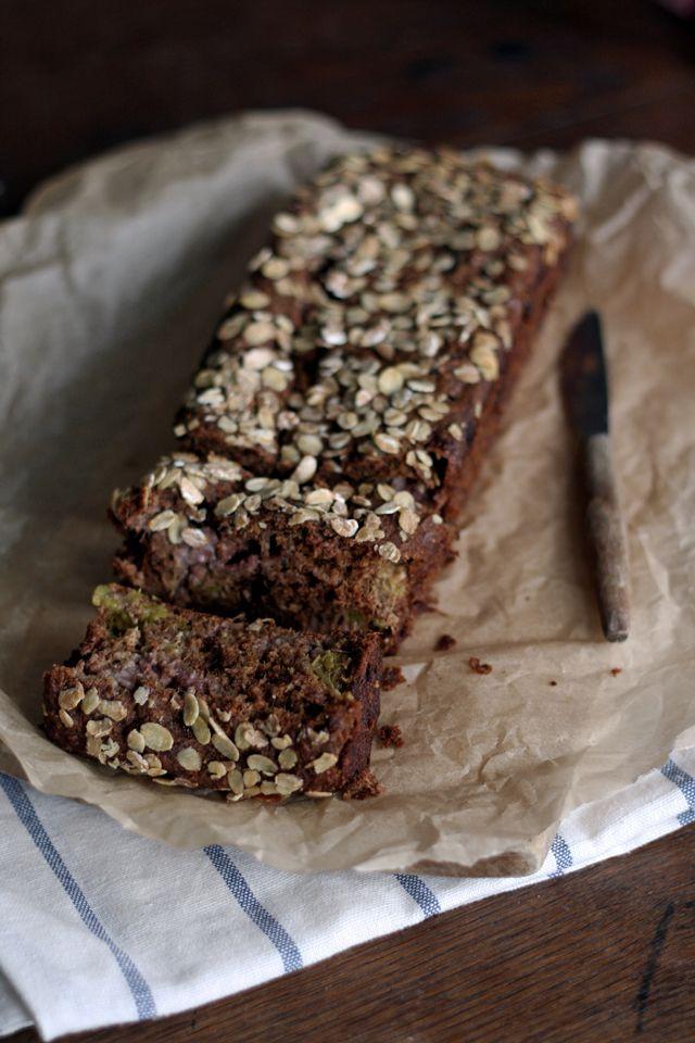 Aardbei-rabarberbrood met speltbloem -