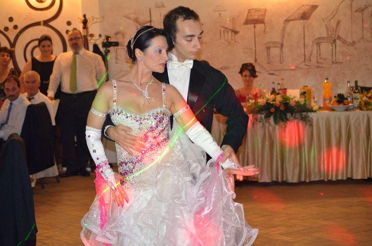 Cursuri de dans nunta http://www.lotusdance.ro/cursuri-de-dans-pentru-nunta/