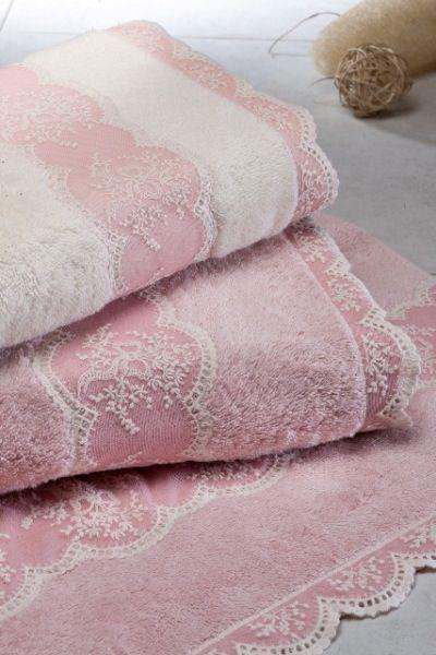 Froté elegantné osušky a utěráky BUKET zo 100% česanej egejskej bavlny, vysoko savé a mäkké, zdobené čipkou.