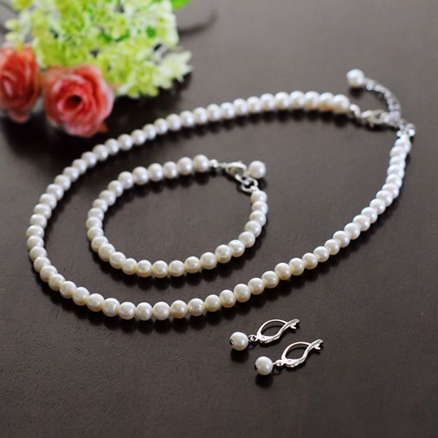 6mm Classic Freshwater Pearl Jewelry Set  Definitely want my bridesmaids wearing pearls, maybe a bridesmaid gift?