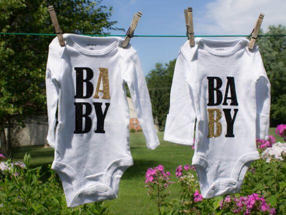 Laat de hele buurt weten dat jullie een tweeling verwachten! #twins #baby #announcement #cute