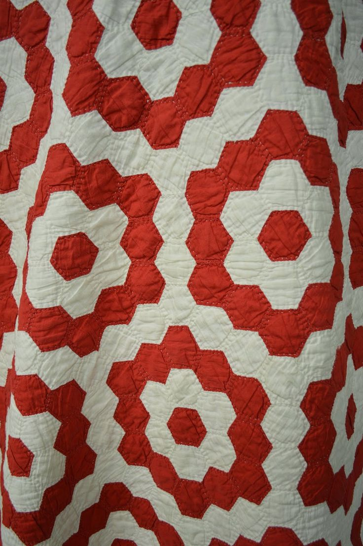 THE QUILT BARN: Vintage Quilt Thursday: Grandmother's Garden Red and White Hexagons