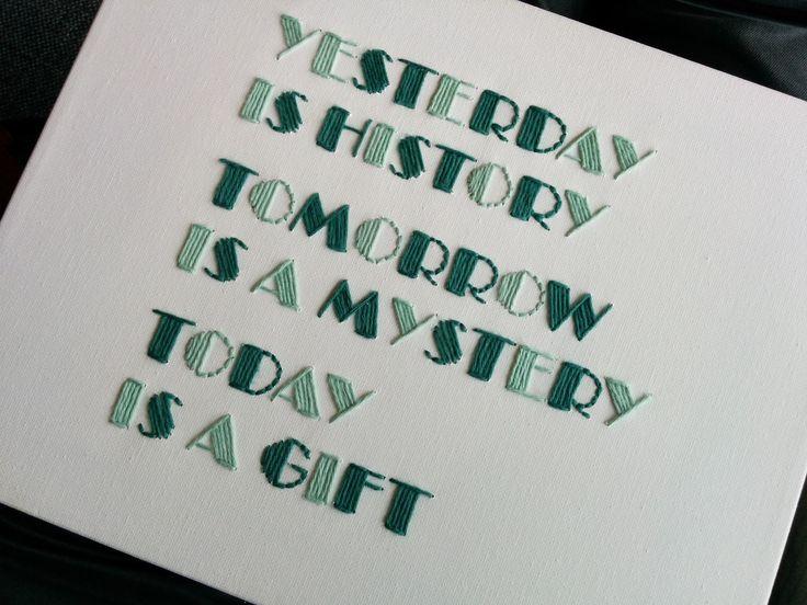 DIY embroidered quotes on canvas / DIY broderet citater på lærred