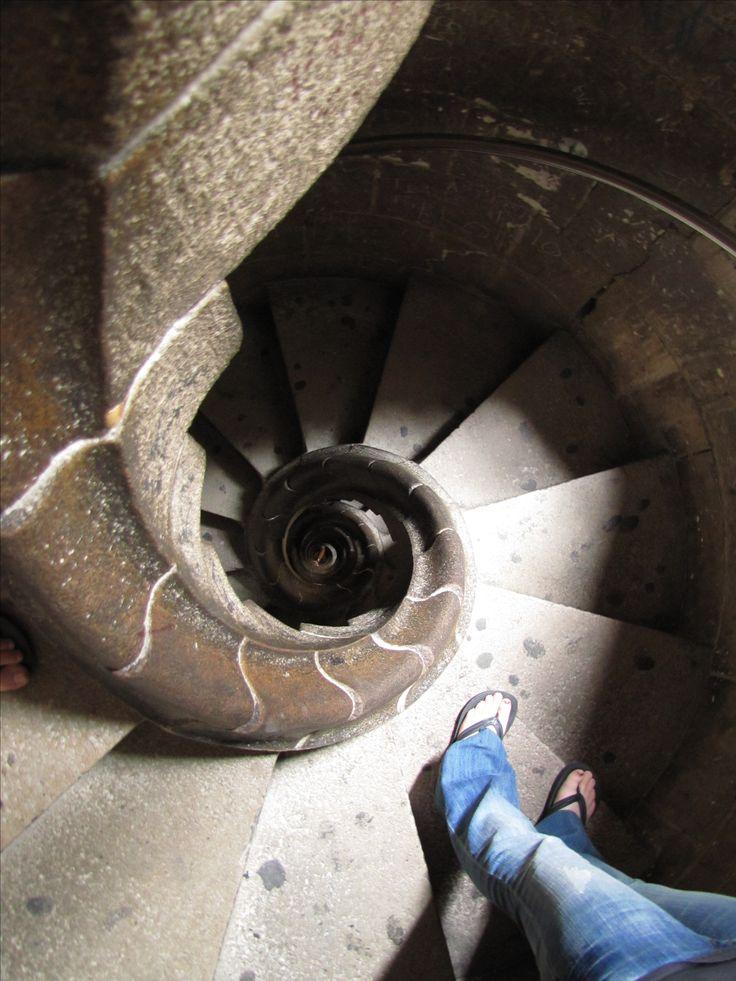 Las escaleras en espiral dentro de las torres parecen ser inspirado por un caracol.