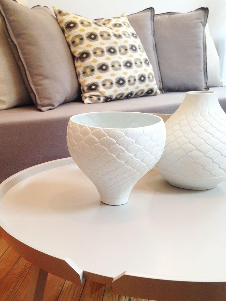 Cerámicas en blanco y sofá Coney en visón. #solsken #homedesign www.solsken.com.ar