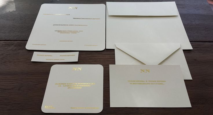 White and gold wedding invitations: put a sparkle in your cards! See more @ tipidea.com - Partecipazioni di matrimonio bianche e oro, illumina i tuoi inviti! Altre idee @ http://tipidea.com #wedding #weddinginvitations #weddingpaper #stationery #whiteandgold #white #bridetobe #weddingideas #matrimonio #partecipazioni