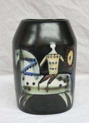 Vacker vas. http://www.antikfyren.se/produkt/lisa-larsson-8/