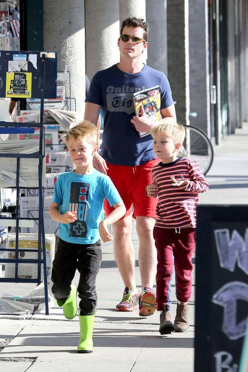 Matt Bomer and his Boys pick up Transformers Magazines at the Newsstand
