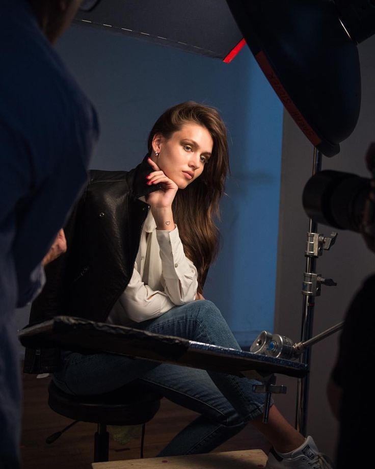 272 отметок «Нравится», 2 комментариев — Grant Friedman (@grantfriedmanbts) в Instagram: «The stunning @gabbywestbrook on set with photographer @sarahsilverofficial and hairstylist…»