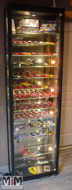 vitrine pour collection de voitures miniatures maisto pinterest miniature. Black Bedroom Furniture Sets. Home Design Ideas