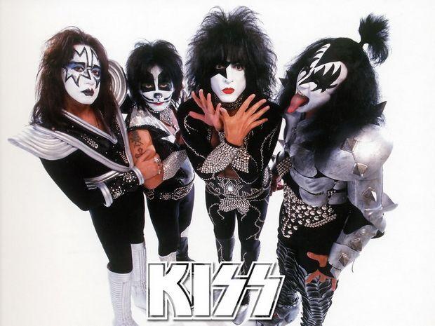Пол Стэнли отверг идею воссоединения KISS http://muzgazeta.com/rock/201548757/pol-stenli-otverg-ideyu-vossoedineniya-kiss.html