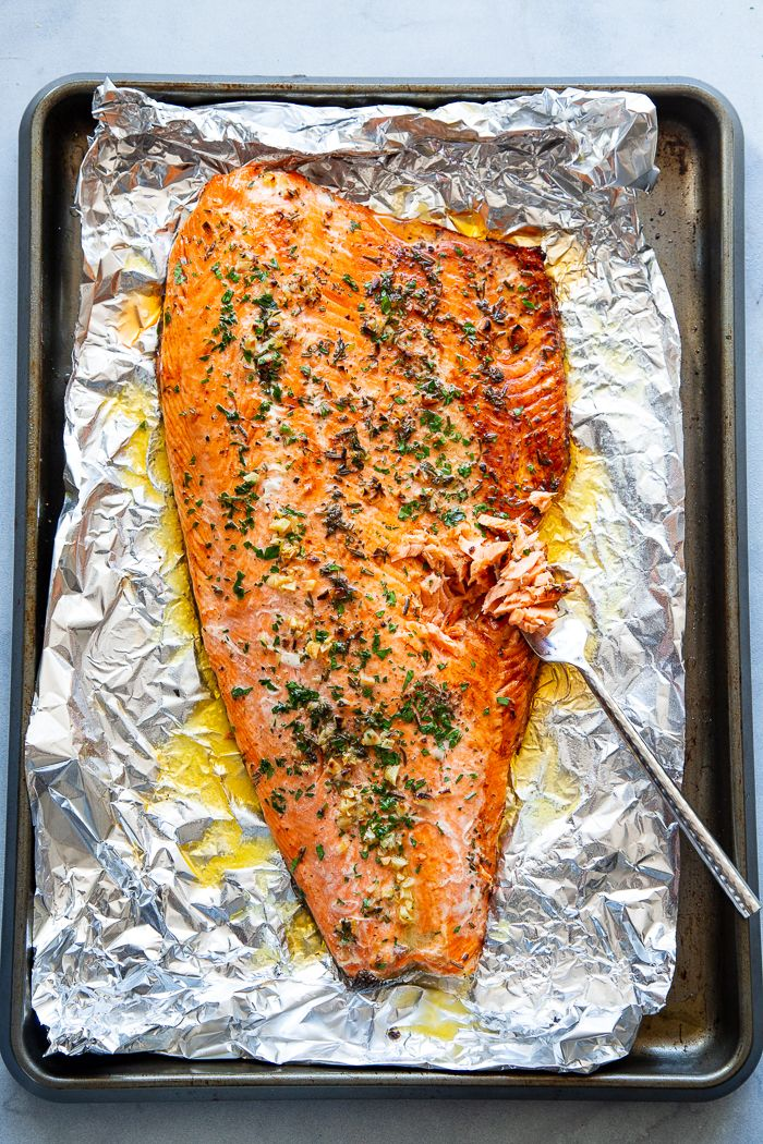 This Baked Salmon In Foil With Garlic Rosemary And Thyme Is Easy And Out Of This World Delicious Salmon Fillet Recipes Paleo Salmon Recipe Salmon Recipes Oven