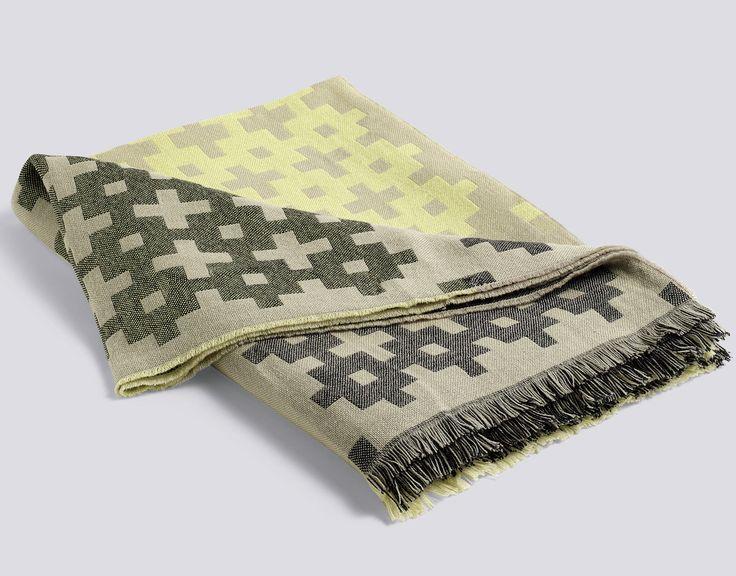 Nyhet fra HAY!  Plus 9 pleddet som er laget med en dobbel vevsteknikk, er et deilig teppe til sengen eller sofaen.  Materiale: 100% merinoull Mål 145x215