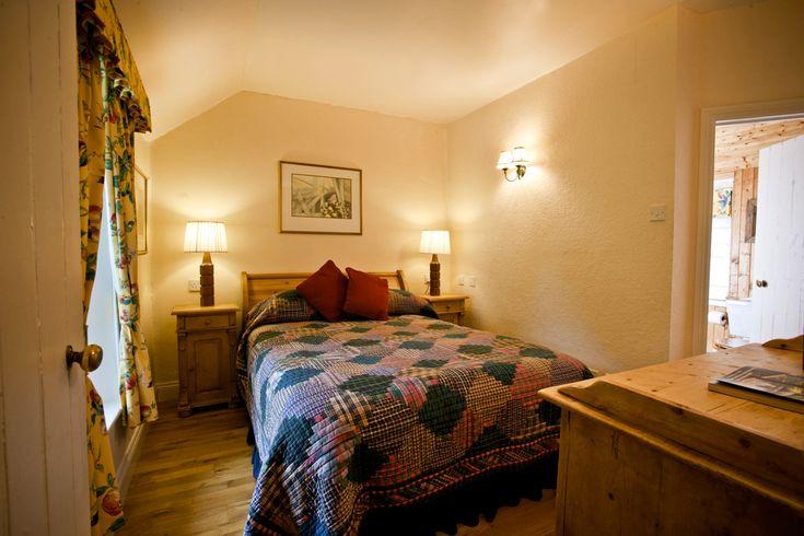 Little Orchard Cottage, master bedroom with luxury en-suite.