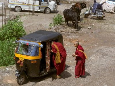 Monks catching a ride, McLeod Ganj, Dharamsala, India #india #travel #tibet #himachal #monks #buddhist #Kamalan