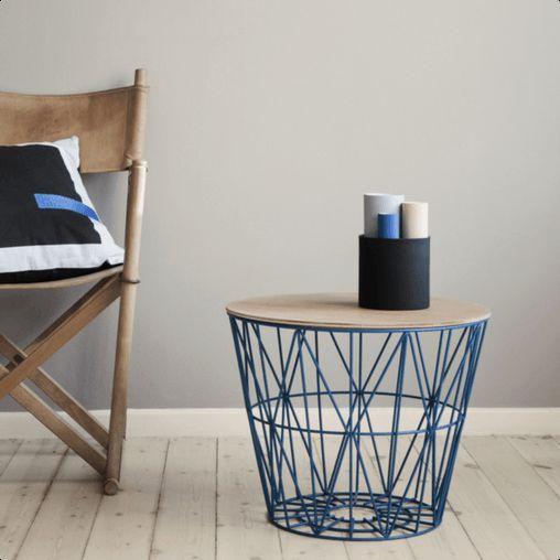 Disse multifunktionelle wire basket kurve fra Ferm Living kan stort set indeholde alt. Du kan endda bruge Ferm Livings wire basket tops og forvandle kurvene til borde.