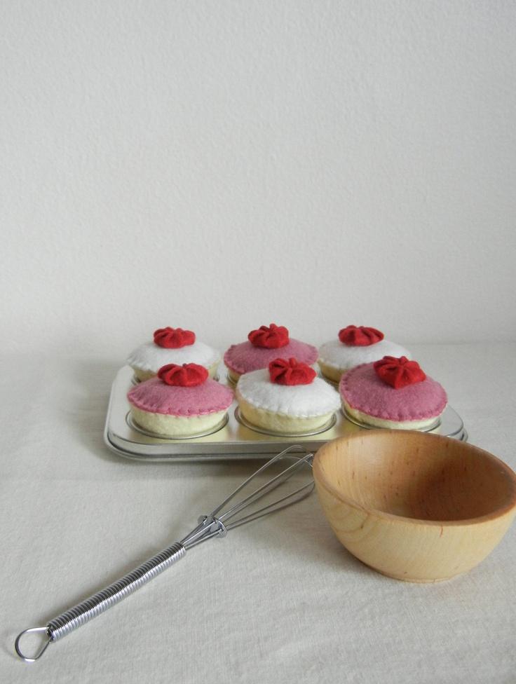Felt play food - cupcakes
