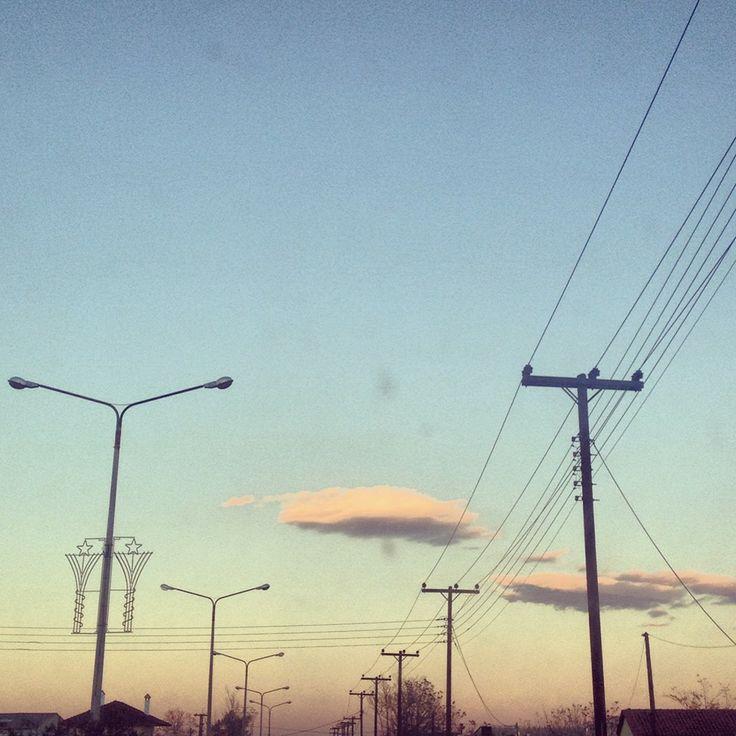 Οι δρόμοι του ρεύματος! και τα σύννεφα της αιθαλομίχλης #arive #photo #30_01_2014 http://ow.ly/t6djT