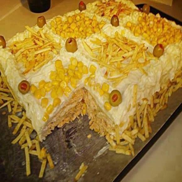 Bolo salgado de frango, esse bolo salgado sempre cai bem para festas, reuniões e eventos, muitas pessoas também trabalham com ele em pedaços ou montados
