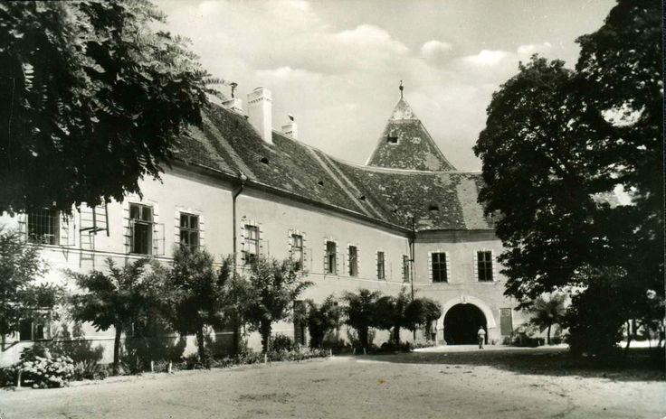 A Nádasdy-vár udvara