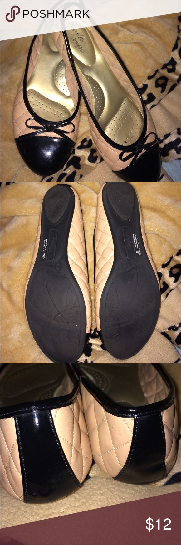 Dex Flex Comfort ballet flats- nude w black patent Nude color ballet flats w black toe and heel caps. Size 9 gently worn. Quilted sides and a cute patent bow make these great w skirts or jeans. Arch support gives you comfort so it doesn't feel like you are walking on concrete. Dex Flex Comfort Shoes Flats & Loafers