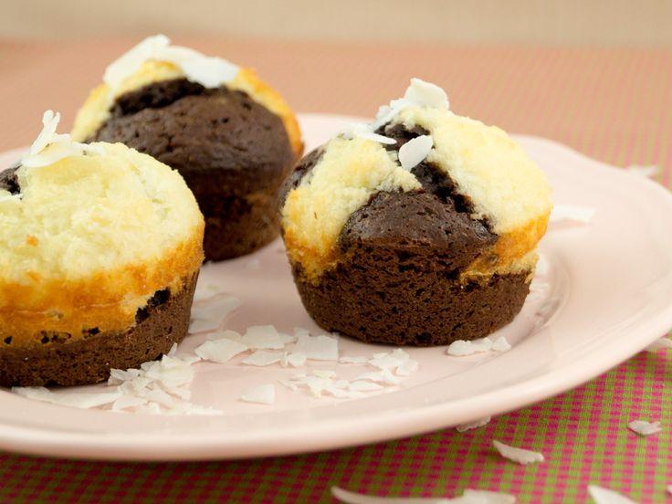 Mit Kokos konnte ich früher nicht viel anfangen, mittlerweile habe ich ihn zu schätzen gelernt, darum gibt es heute das Rezept für Schoko-Kokos-Muffins.